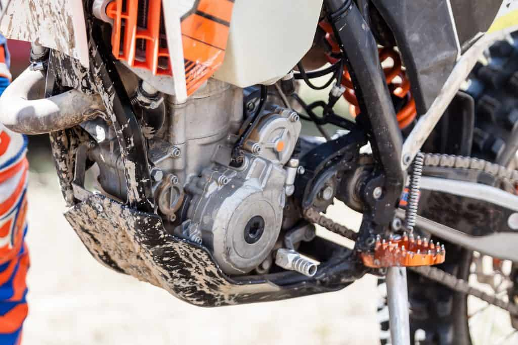 2 Stroke vs 4 Stroke Dirt Bikes: 21 Pros and cons you should